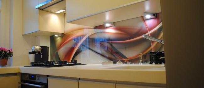 Kuchnia z artystycznym szkłem