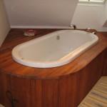 Drewniana zabudowa łazienki
