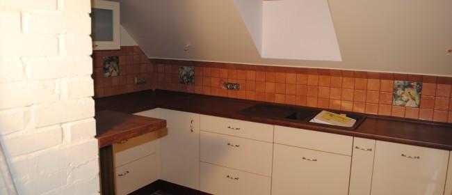 Apadtacja kuchni pod skośnym sufitem