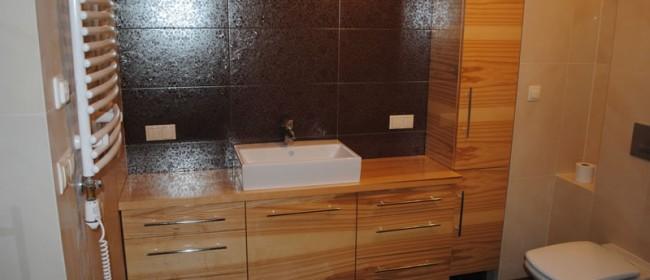 Łazienka z jasnego drewna